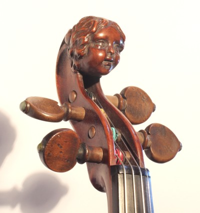 Carved head of pochette