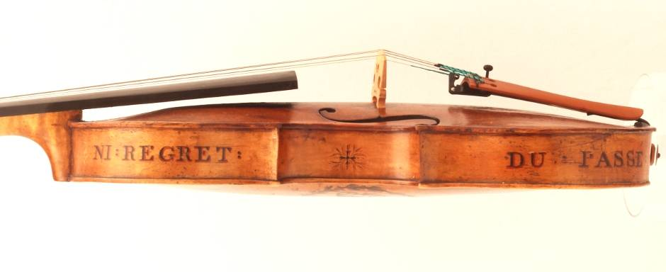 Irish violin with French script